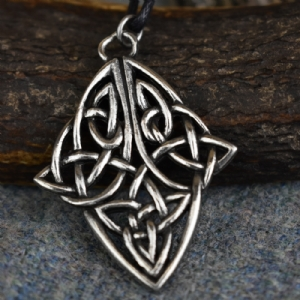 Knotwork Diamond